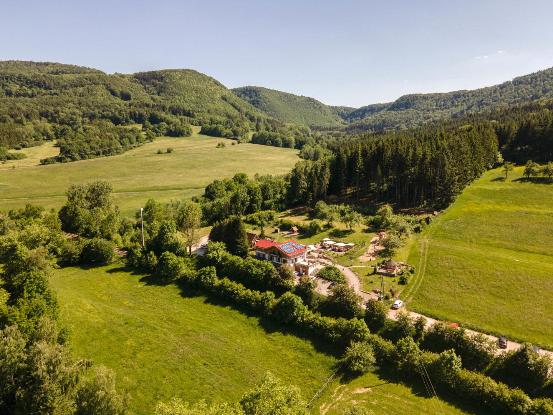 Die Traufganghütte Brunnental liegt direkt am Beginn des Wanderweges Hossingerleiter mit tollen Ausblicken auf die schwäbische Alb.