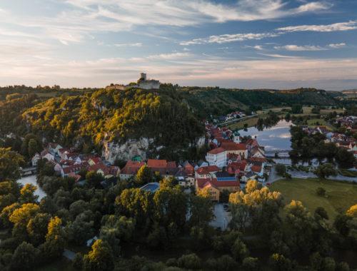 Die Burgruine Kallmünz in der Oberpfalz.