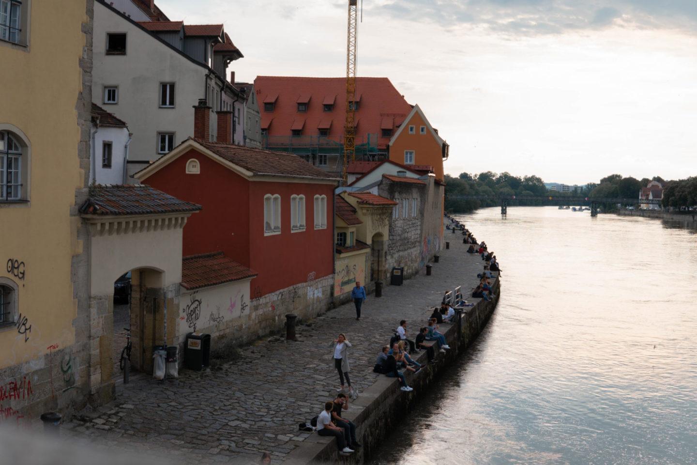 Blick auf die Donau bei Regensburg mit Altstadt