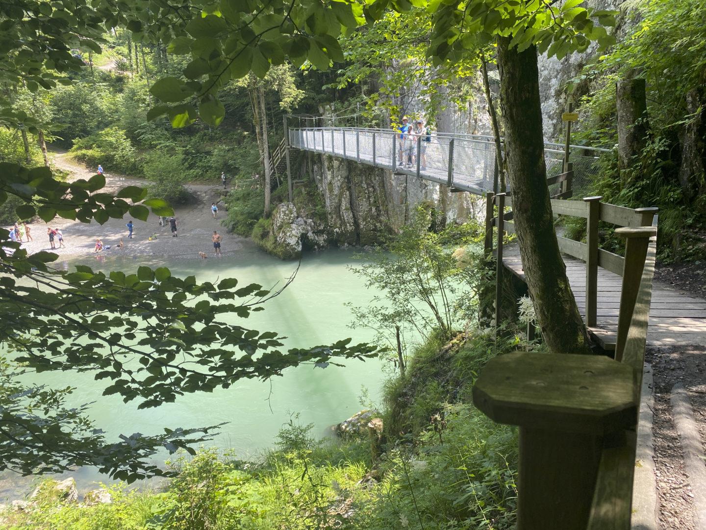 Eiserner Steg am Schmugglerweg, ein beliebtes Ausflugsziel am Chiemsee.