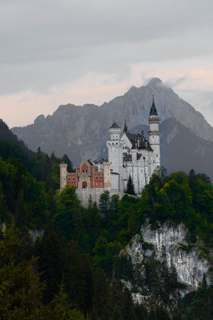Schloss Neuschwanstein bei Regen im Allgäu