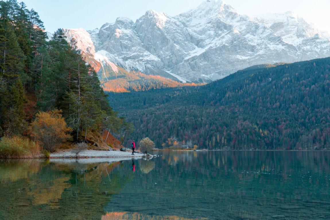 Roadtrip durch Bayern mit dem Campervan: Stopp am Eibsee am Fuße der Zugspite - auch bekannt als Karibik Bayerns