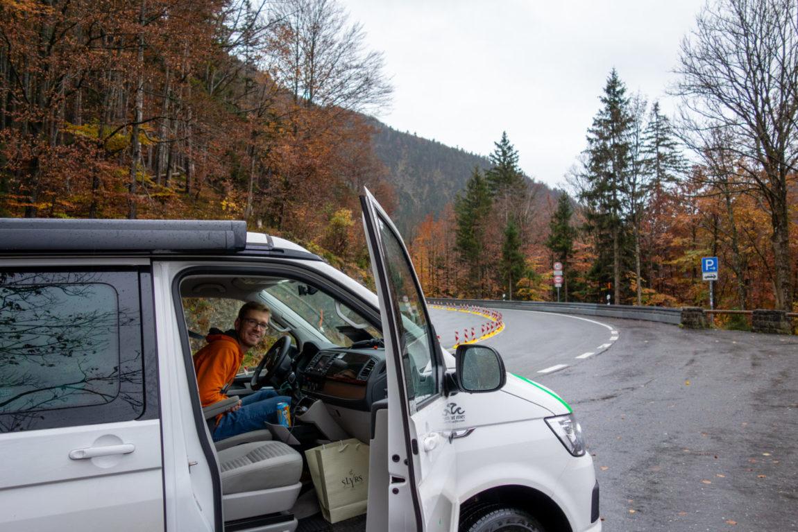 Nächster Stopp Roadtrip Bayern: Kochel am See bei Regen.