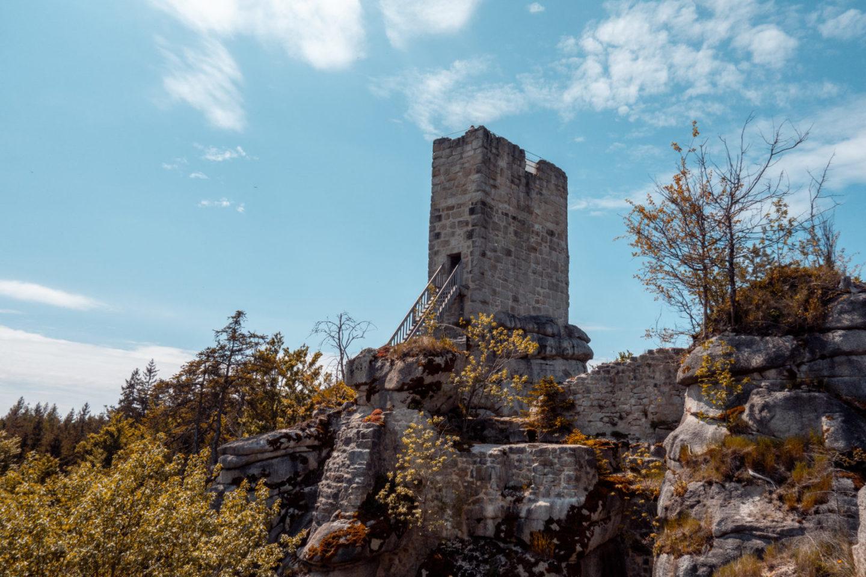 die Burgruine Weißenstein ist ein tolles Familienabenteuer und beliebtes Ausflugsziel im Naturpark Steinwald
